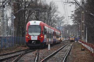 Pasażerowie zmienili pociągi WKD