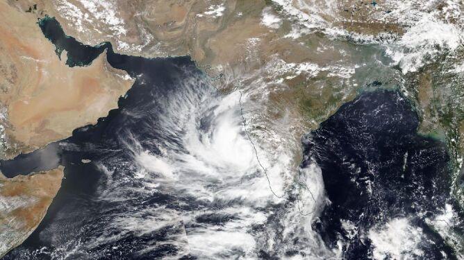 Cyklon Tauktae na zdjęciu satelitarnym (worldview.earthdata.nasa.gov)
