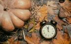 Cofamy wskazówki zegarów