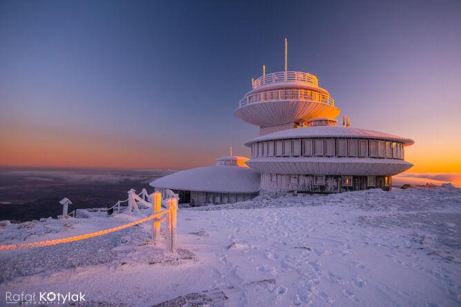 Obserwatorium na Śnieżce w grudniu 2019 roku (Rafał Kotylak Fotografia/Kontakt 24)